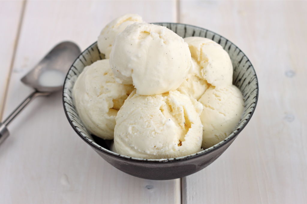 Homemade Vanilla Bean Ice Cream - I Adore Food!