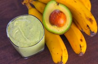 avocado_banana_kiwi_kale_smoothie